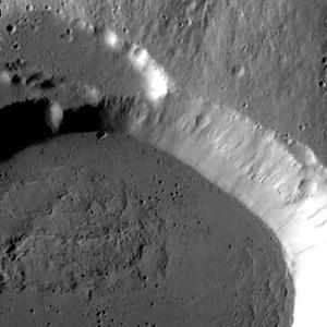 Volcano Ceraunius Tholus (THEMIS_IOTD_20140805)