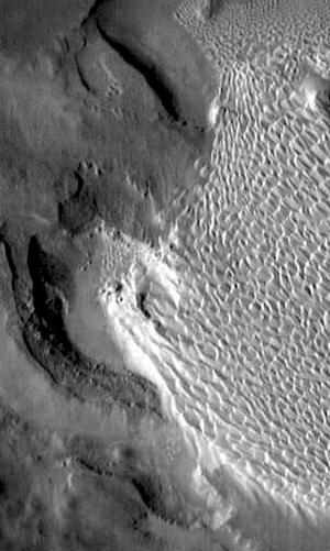 Rabe Crater dunes (THEMIS_IOTD_20150203)