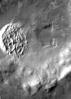 Noachis Terra dunes in IR (THEMIS_IOTD_20150323)