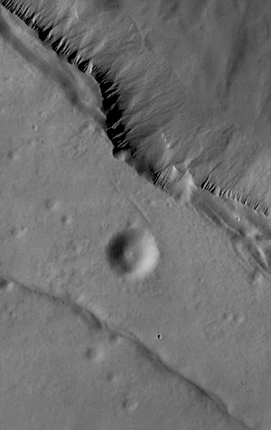 Cliff edge in Lyell Crater (THEMIS_IOTD_20150415)