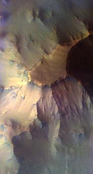 Mesa in Ganges Chasma (THEMIS_IOTD_20150529)