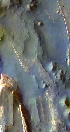 Mesas and valleys in Aureum Chaos (THEMIS_IOTD_20150909)
