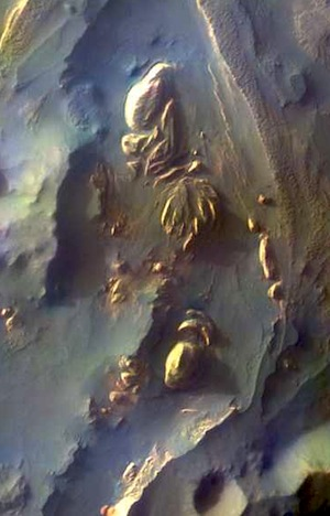 Aureum Chaos - false color (THEMIS_IOTD_20151026)
