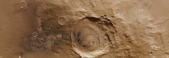 On_the_rim_of_Schiaparelli_crater_highlight