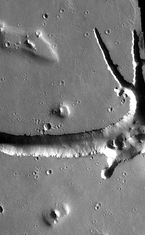 Complex fractures of Hephaestus Fossae (THEMIS_IOTD_20151216)