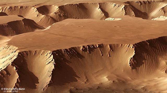 Perspective_view_in_Noctis_Labyrinthus_node_full_image_2