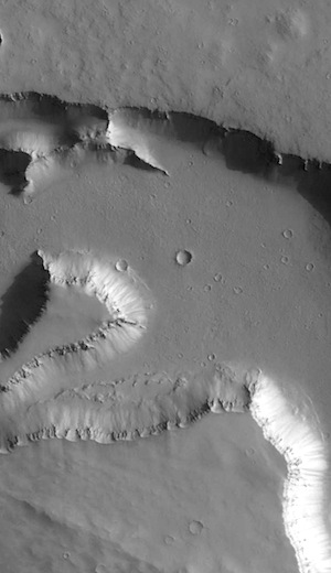 Wide channel in Elysium Fossae (THEMIS_IOTD_20160114)