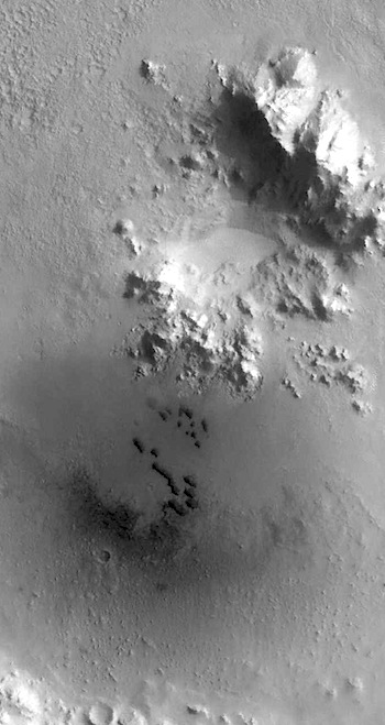 Active dunes gather in Isidis crater (THEMIS_IOTD_20160414)