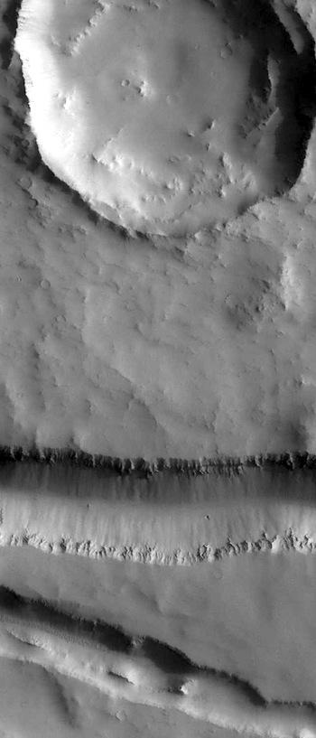Fissures in Elysium Fossae (THEMIS_IOTD-20160412)