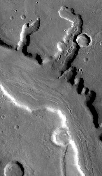 Glacier in Mamers Valles (THEMIS_IOTD_20160603)