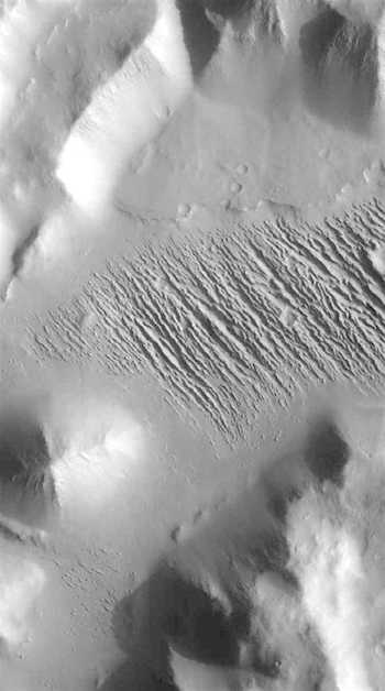 Wind leaves clawmarks in Aeolis Mensae (THEMIS_IOTD_20160817)