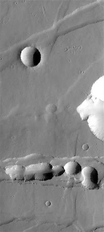 Cracks pits graben in Noctis Labyrinthus (THEMIS_IOTD_20161025)