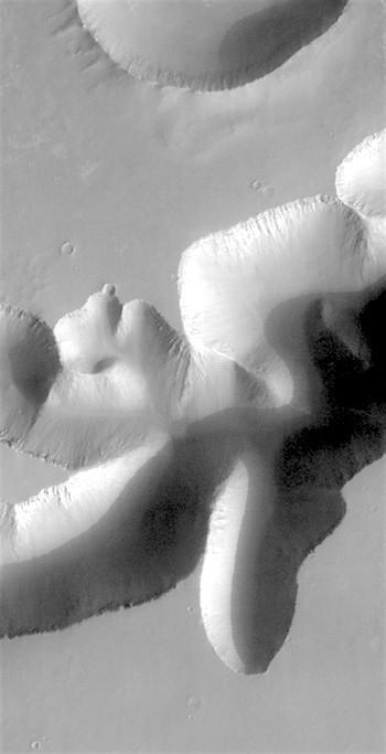 Mega-gully on edge of Valles Marineris (THEMIS_IOTD_20161213)