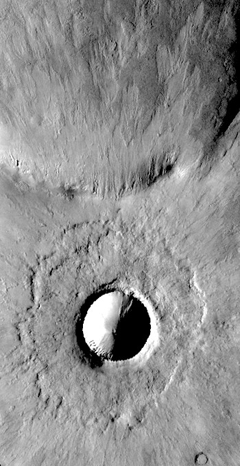 Young crater and ejecta (THEMIS_IOTD_20170131)