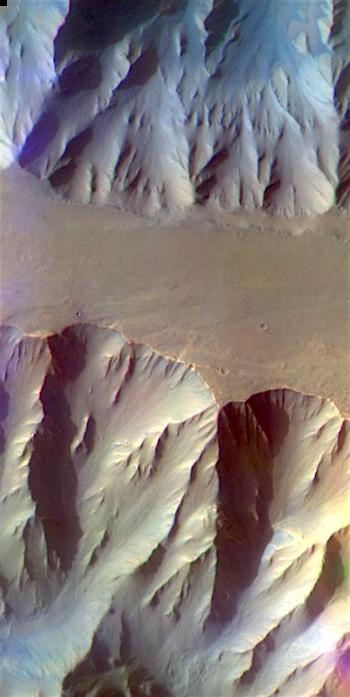 Eroding ridge in Coprates Chasma (THEMIS_IOTD_20170323)