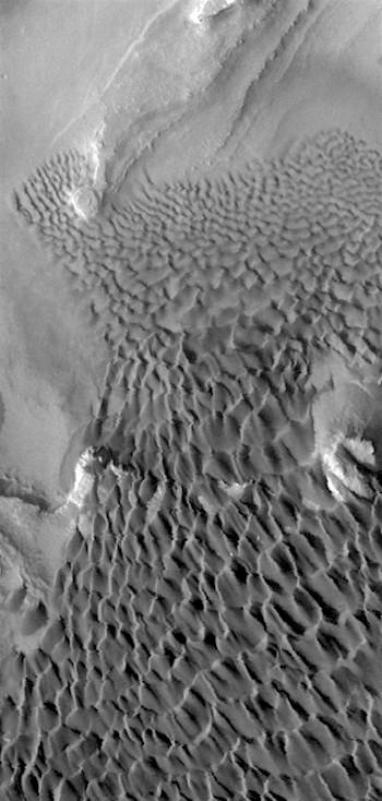 Rabe Crater dunes in VIS (THEMIS_IOTD_20170329)