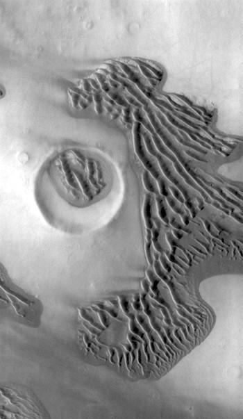Terra Sirenum dunes (THEMIS_IOTD_20170517)