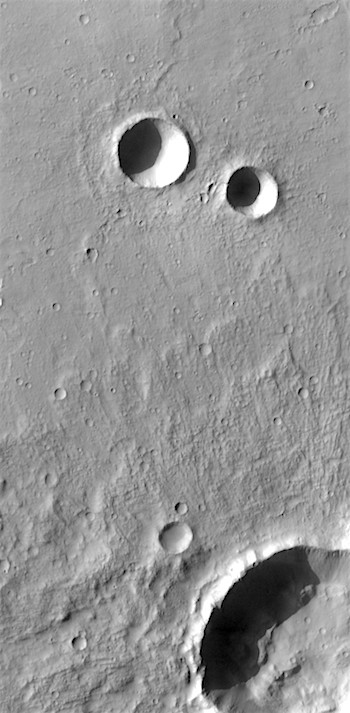 Pair of craters in Terra Sirenum (THEMIS_IOTD_20170619)