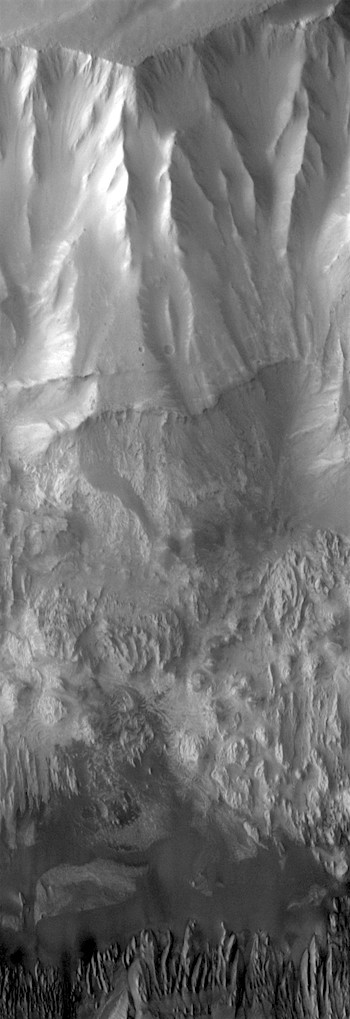 Hebes Chasma faults and gullies (THEMIS_IOTD_20170816)