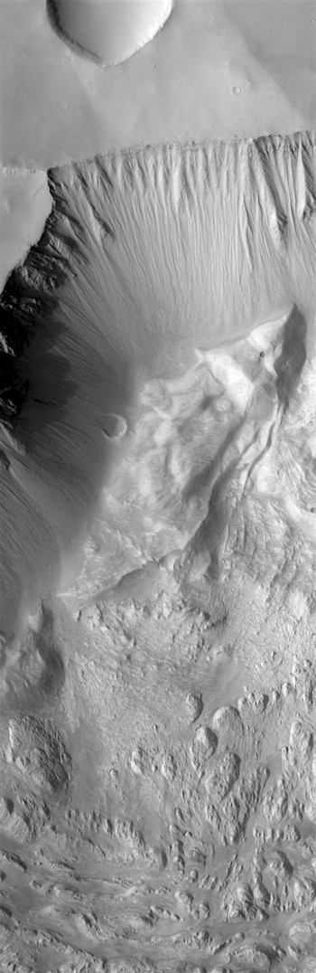 Rubble and geological ruins in Hebes Chasma (THEMIS_IOTD_20170825)