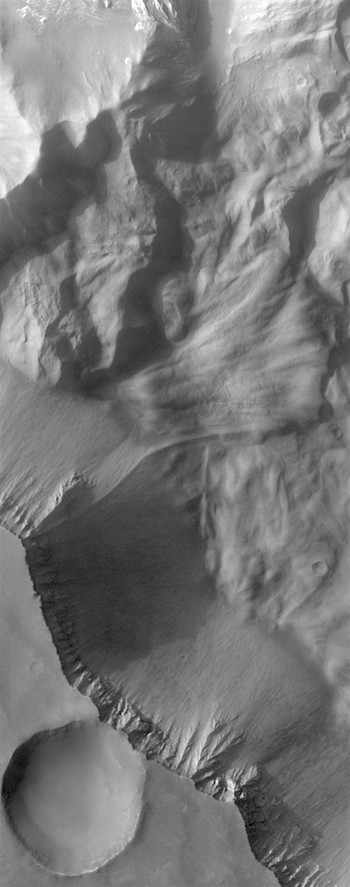 South side of Hebes Chasma (THEMIS_IOTD_20170824)
