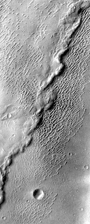 Large wrinkle ridge in Meroe Patera (THEMIS_IOTD_20171025)