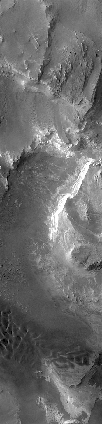 Layered buttes and dunes in Melas Chasma (THEMIS_IOTD_20171127)