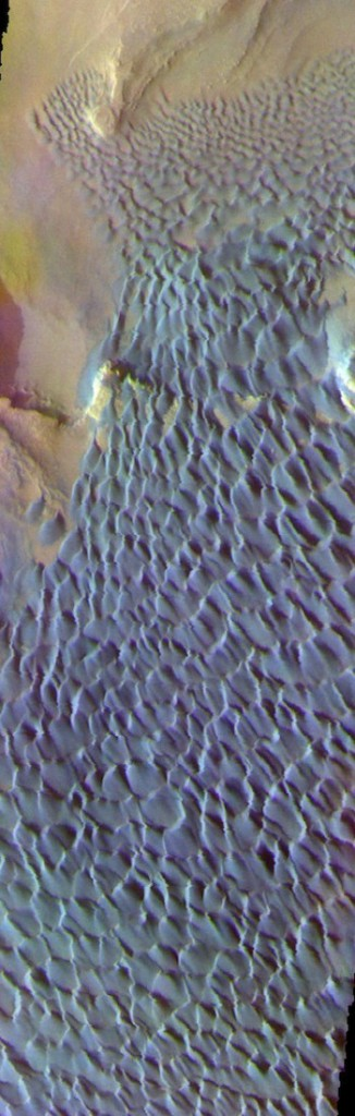 Basaltic sands in false colors (THEMIS_IOTD_20171222)