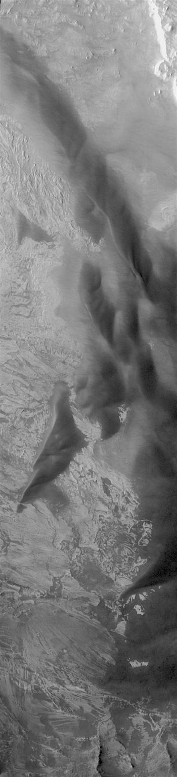 Dunes in Melas Chasma (THEMIS_IOTD_20171204)