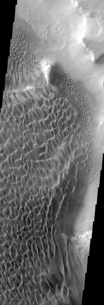 Rabe Crater dunes (THEMIS_IOTD_20171214)