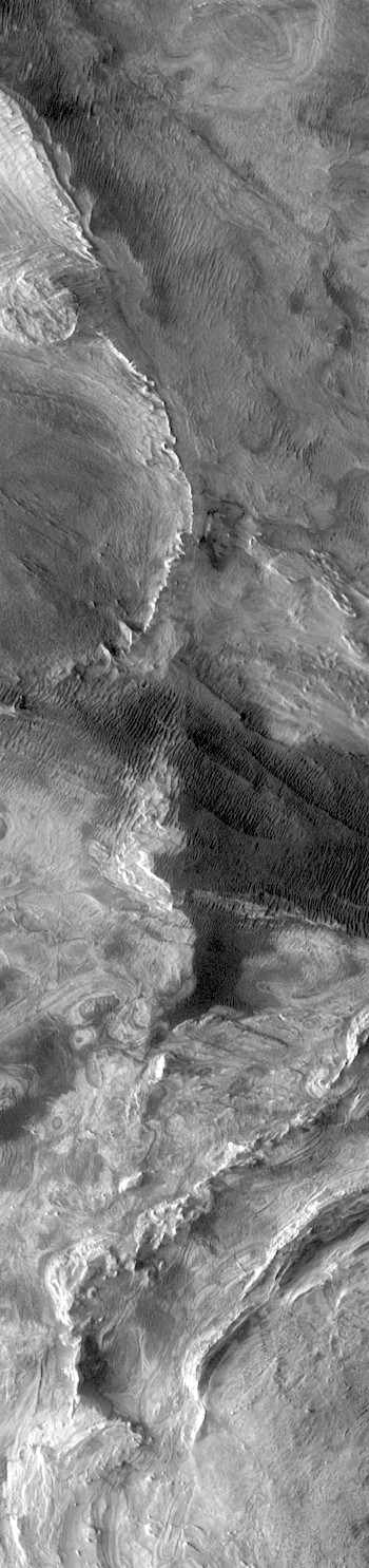 Mesa and dunes in Candor Chasma (THEMIS_IOTD_20180109)