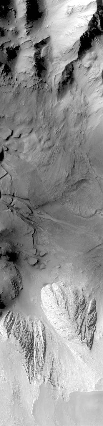 Rubble piles in Candor Chasma (THEMIS_IOTD_20180119)