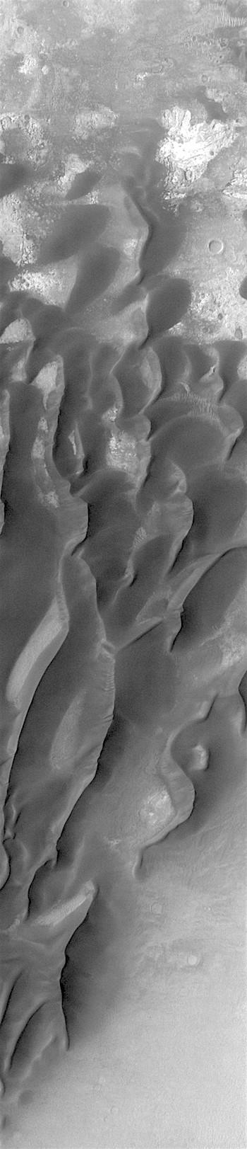 Kaiser Crater dunes (THEMIS_IOTD_20180201)