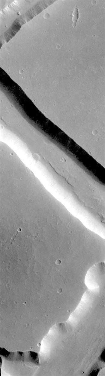 Big blocky faulting in Sacra Fossae (THEMIS_IOTD_20180419)