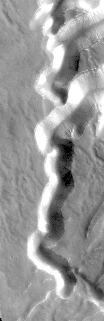 Echus Chasma source of Kasei Valles (THEMIS_IOTD_20180423)