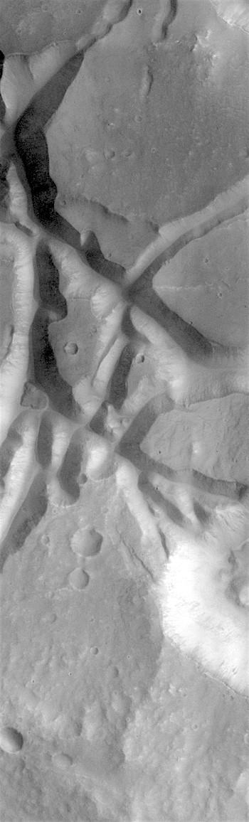 Broken mesas in Aram Chaos (THEMIS_IOTD_20180627)