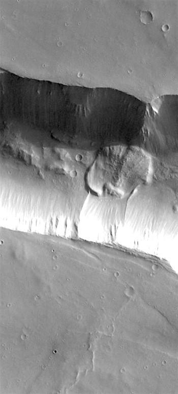 Landslide in Coprates Catena (THEMIS_IOTD_20180605)