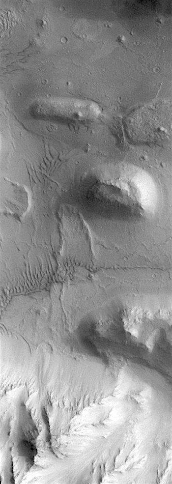 Slides and dunes in Coprates Chasma (THEMIS_IOTD_20180608)