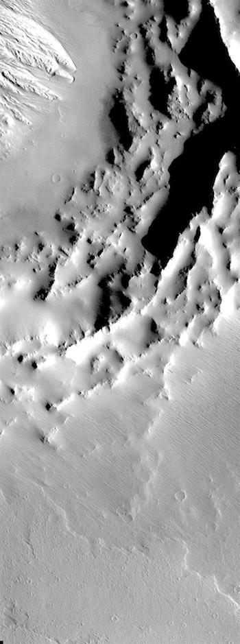 Daedalia Planum crater (THEMIS_IOTD_20180730)