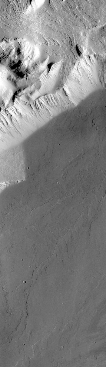 Big step at Olympus Rupes (THEMIS_IOTD_20180820)