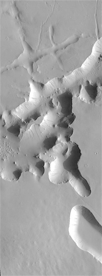 Crisscross tectonics (THEMIS_IOTD_20180814)