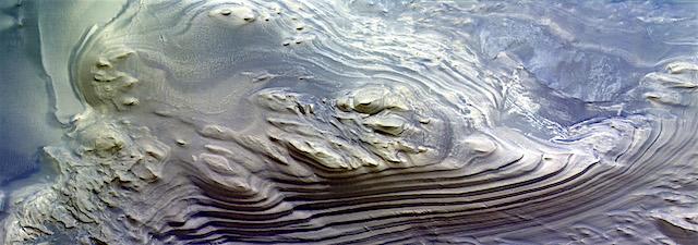 Layered_mound_in_Juventae_Chasma