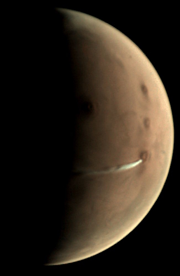 Mars_Express_VMC_elongated_cloud_20181010_625