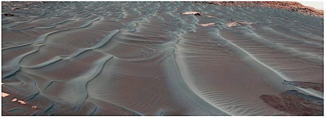 Transverse-coarse-grained-ripples-Credit-NASA-JPL-Caltech-MSSS-1024x373