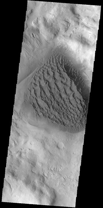 Matara Crater sand sheet (THEMIS_IOTD_20190313)