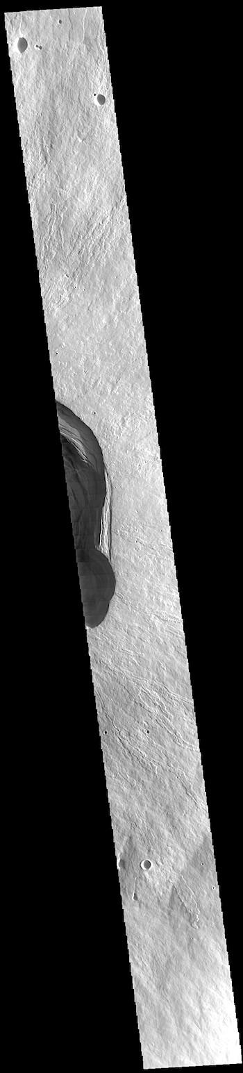 Edge of the caldera (THEMIS_IOTD_20190712)
