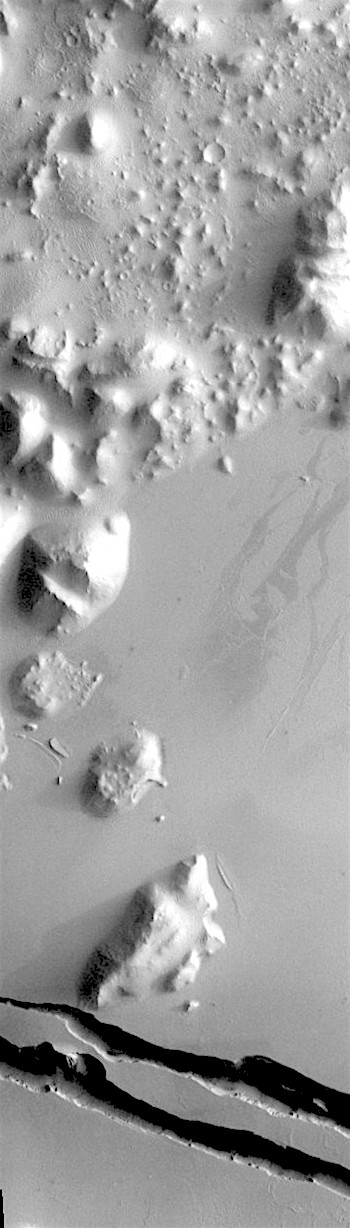 Hills and faults in Cerberus Fossae (THEMIS_IOTD_20190708)